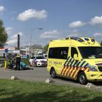 Hulpdiensten verlenen eerste hulp na val