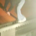 Man verstopt zwaar vuurwerk voor politie in dakgoot