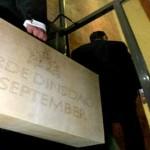 Foto van koffertje met miljoenennota | Archief EHF