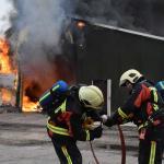 Grote loods met drogerij compleet afgebrand