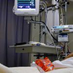 patient-hand-ziekenhuis-monitor