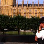 Britse politie schiet vrouwelijke terreurverdachte neer
