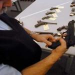 Foto van politieman met wapen | Archief EHF