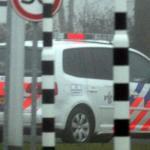 Wegpiraat dendert over straat met auto en aanhanger