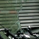 Man overleden na intrappen ruit woning ex