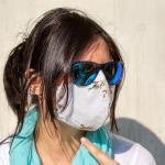 Vrouw met coronamasker
