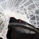 Agenten gewond na steen door voorruit. Dader spoorloos
