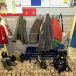 Foto van school jassen kapstok | Archief EHF