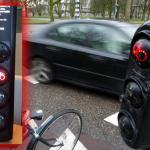Verkeerslicht vertelt en waarschuwt fietsers voor telefoongebruik