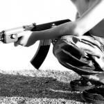 Foto van strijder met AK-47 | Sxc