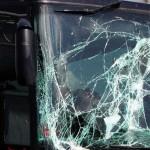 Touringcar met kinderen gebotst en gekanteld op snelweg in België