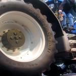 Vrouw zwaargewond na aanrijding met tractor