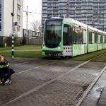 Tram en auto botsen in Schiedam