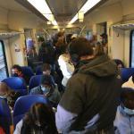 Volle trein van Amsterdam naar Zaandam