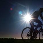 Foto van wielrenner tegenlicht zon   Archief EHF