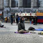yoga-grote-markt-protest