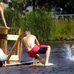 Foto van kinderen op vlot en zwemmen | Archief EHF