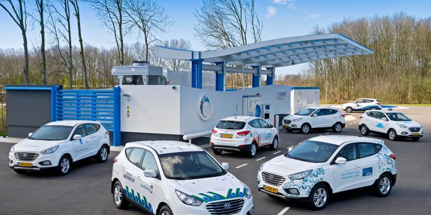Hyundai levert eerste zeven waterstofauto's aan eindgebruikers