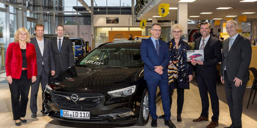 1.111.111e Opel Insignia aan klant overhandigd