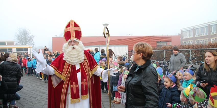 Sinterklaas bezoekt obs Jan Ligthart Delfzijl | MV Blik op Nieuws