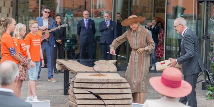 Koningin legt laatste puzzelstuk