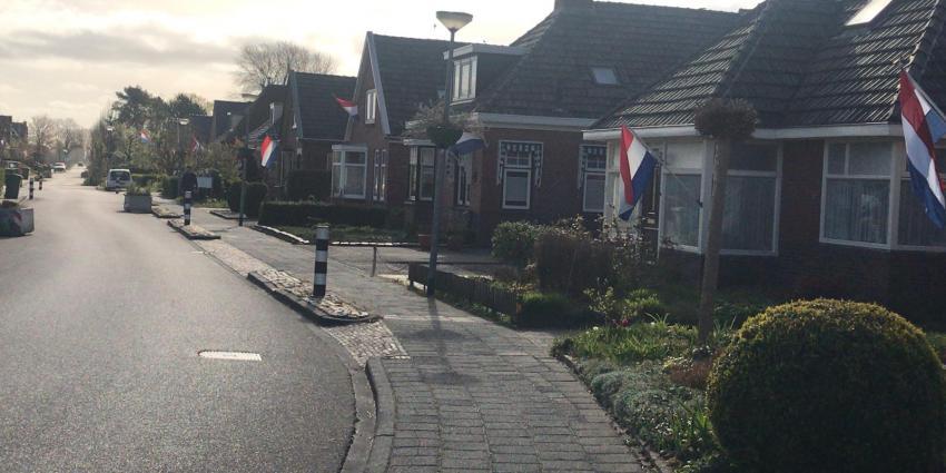 Vlaggen hangen uit in Groningen
