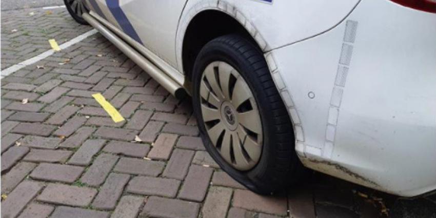 Lekke band politieauto