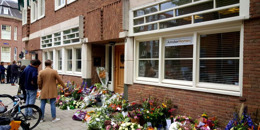 Bloemen voor kantoor advocaat Derk Wiersum
