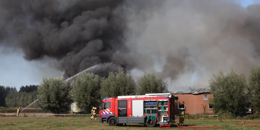 Hevige rookontwikkeling bij brand in kwekerij