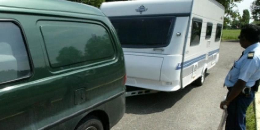Foto van auto met caravan | Archief FBF.nl