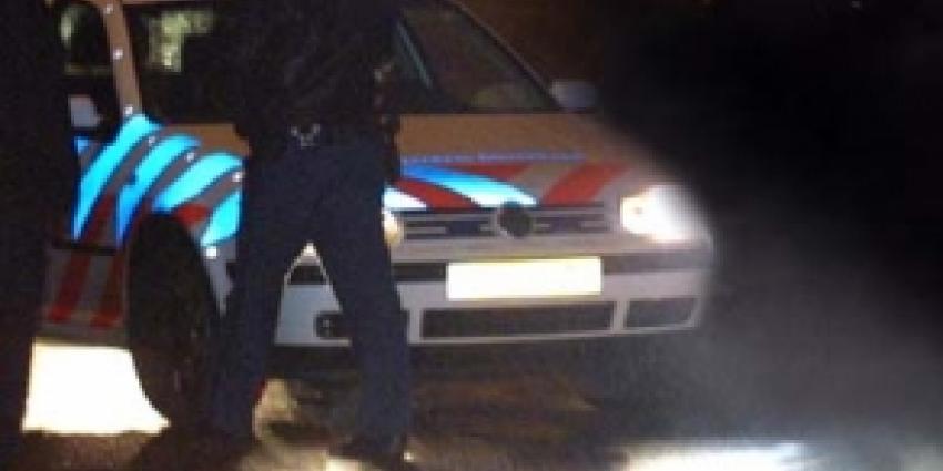 Foto van politieauto bij nacht   Archief FBF.nl