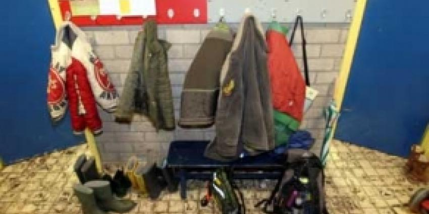 Foto van kinderkapstok basisschool | Archief FBF.nl