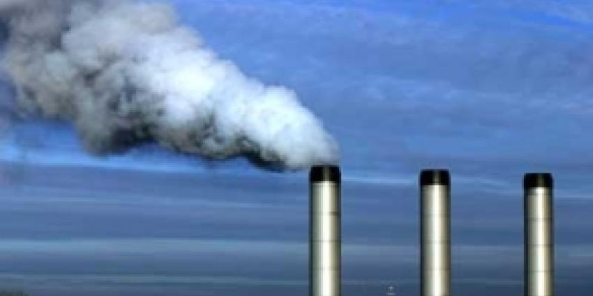 Foto van rokende schoorsteen | Archief FBF.nl
