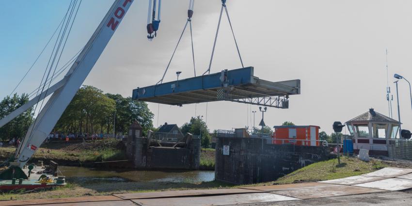 Verwijderen van brug bij Aduard