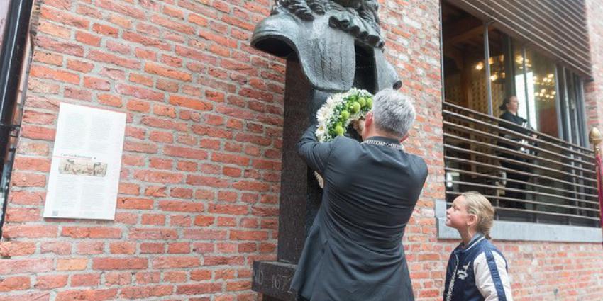 Kranslegging door burgemeester Koen Schuiling