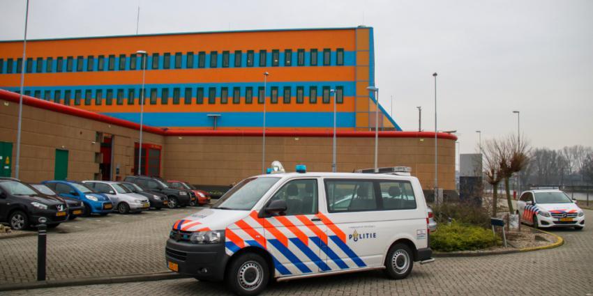 Gevangene ontsnapt uit PI De Schie