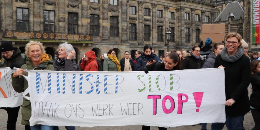 Leraren demonstreren op de Dam