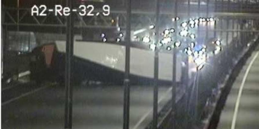 A2 afgesloten na ongeval vrachtwagen
