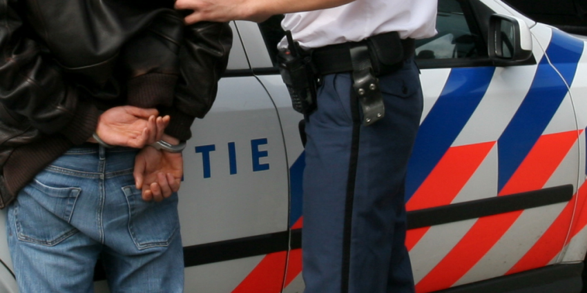 Politie houdt twee inbrekers aan na achtervolging A44
