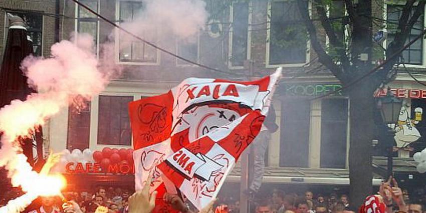 Foto van Ajax-supporters op Leidseplein | BON