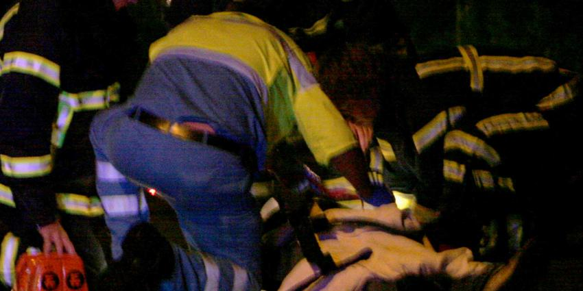 ambulance-donker-gewonde-brandweer