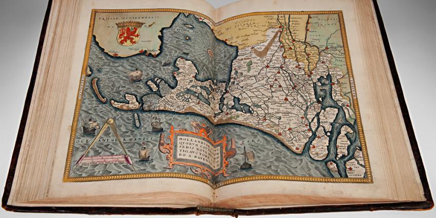 Foto van atlas Holland dwars getekend | Koninklijke Bibliotheek