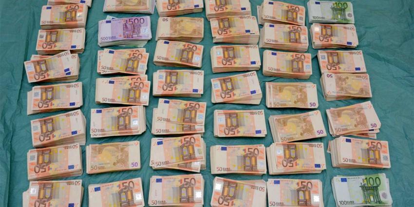 Ruim 3 miljoen euro aangetroffen bij inval garagebedrijf Wormerveer