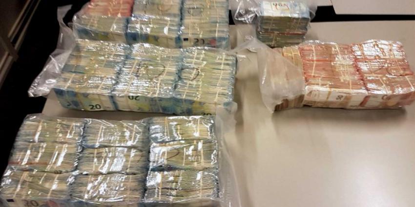 Tas in kofferbak bevat voor ruim 4 ton aan bankbiljetten