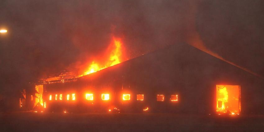 Grote brand verwoest Drents recyclingbedrijf