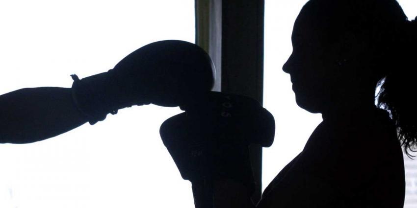 Historisch zilver voor Nederlandse boksster Nouchka Fontijn