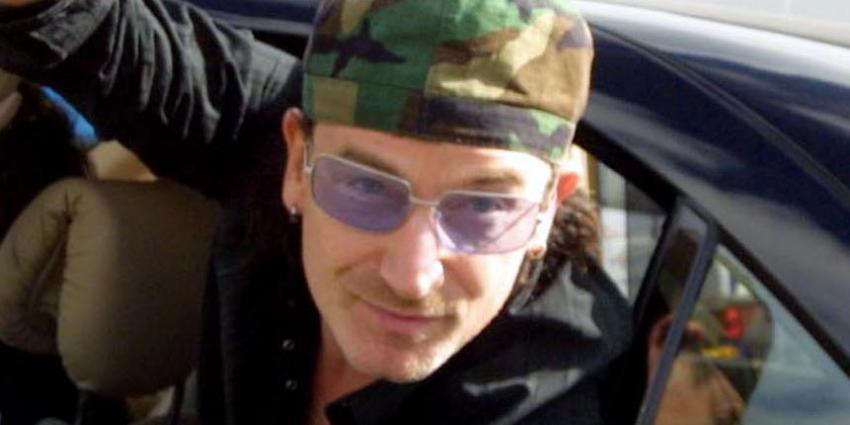 Bono, de frontman van U2, heeft zonnebril op om oogziekte