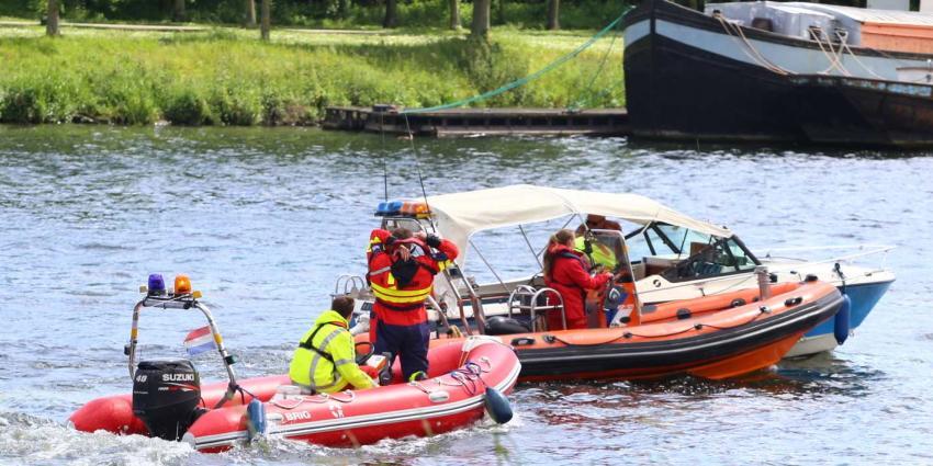 Boot maakt water in haven van Wessem