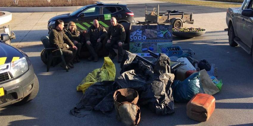 Boze boswachters dumpen dumpafval bij provinciehuis Den Bosch