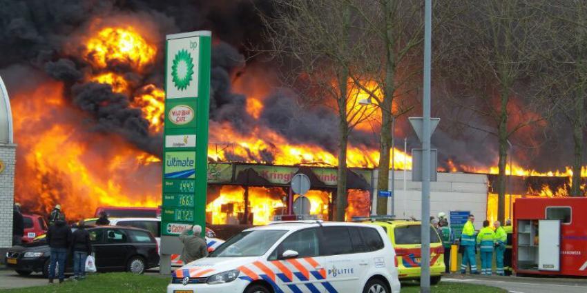 foto van grote brand kringloopwinkel Almere | Miranda van der Sloot